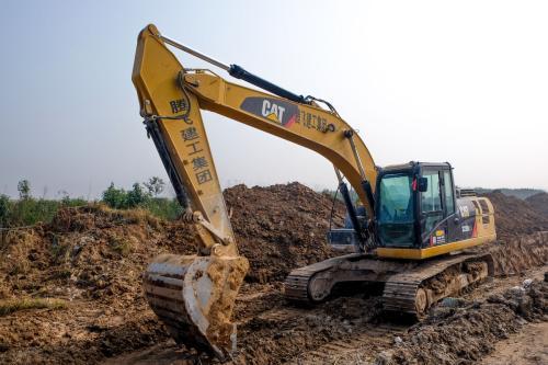 西安工业垃圾清运--挖掘机